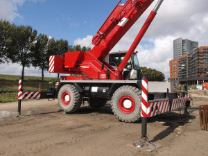 Grove_RT600E_Rough_Terrain_Crane_p3